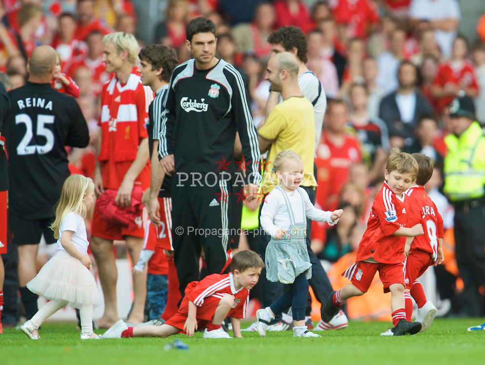 LIVERPOOL, ENGLAND - Sunday, May 24, 2009: The children of the Liverpool players play on the pitch as the players and staff go on a lap of honour after the final Premiership match of the season at Anfield. (Photo by: David Rawcliffe/Propaganda)