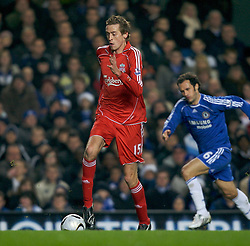 LONDON, ENGLAND - Wednesday, December 19, 2007: Liverpool's Peter Crouch in action against Chelsea during the League Cup Quarter Final match at Stamford Bridge. (Photo by David Rawcliffe/Propaganda)