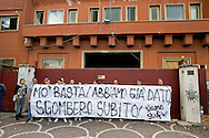 Roma 4 Giugno 2013<br /> La comunità Rom di via Salaria 971 - il centro d'accoglienza del Comune di Roma che ospita circa 350 cittadini rom romeni provenienti dai passati sgomberi dei grandi campi, doveva essere trasferita nella zona di Torre Maura, ma le proteste dei cittadini di Torre Maura ha bloccato il trasferimento. Alcuni cittadini  protestano contro la sospensione dello sgombero.<br /> <br /> The Roma community of Via Salaria 971 - the reception center of the City of Rome, which houses about 350 Romanian Roma people from the past evictions  of large fields, had to have  moved into the area of Torre Maura, but the protests of the citizens of Torre Maura has blocked transfer