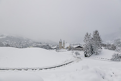 THEMENBILD - Tief verschneiter blick auf die Stadt Kitzbuehel, aufgenommen am 10. Jänner 2019, Kitzbuehel, Oesterreich // Deep snowy view of the city Kitzbuehel at Kitzbuehel, Austria on 2019/01/10. EXPA Pictures © 2019, PhotoCredit: EXPA/ Stefan Adelsberger