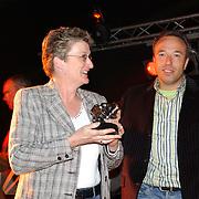 Huizer Sportgala 2005, uitreiking sportprijzen, vrijwilligster Ank de Hoogen
