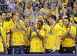 12.04.2015, Brose Arena, Bamberg, GER, Beko Basketball BL, Brose Baskets Bamberg vs EWE Baskets Oldenburg, Top Four 2015, Finale, im Bild Pokalsieger EWE Baskets Oldenburg // during the Beko Basketball Bundes league TOP FOUR 2015 final match between Brose Baskets Bamberg and EWE Baskets Oldenburg at the Brose Arena in Bamberg, Germany on 2015/04/12. EXPA Pictures © 2015, PhotoCredit: EXPA/ Eibner-Pressefoto/ Langer<br /> <br /> *****ATTENTION - OUT of GER*****