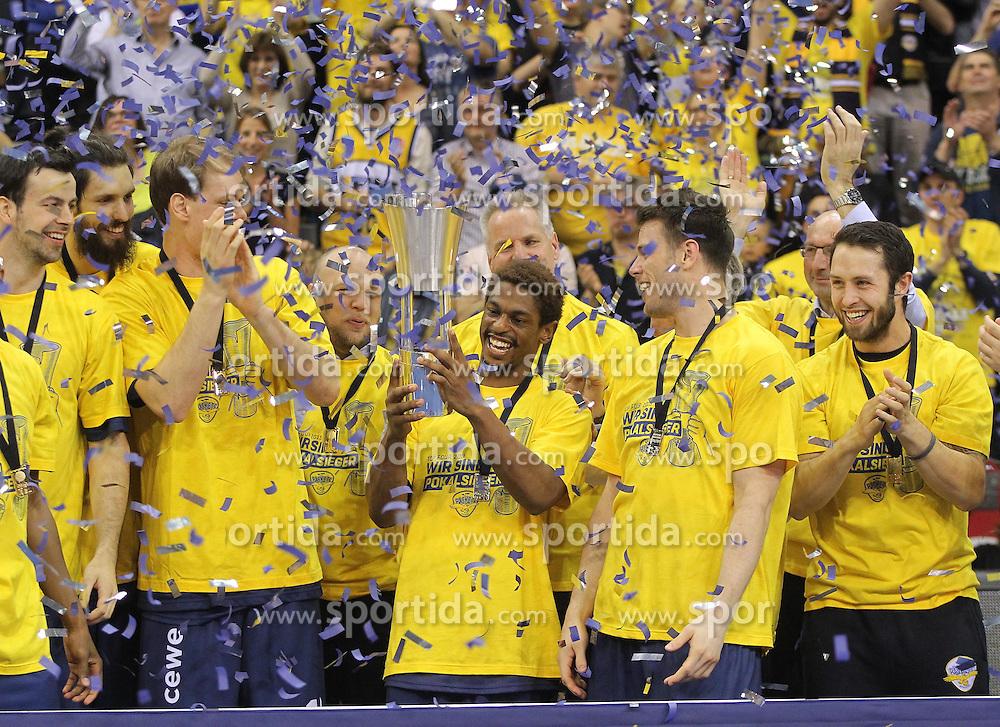 12.04.2015, Brose Arena, Bamberg, GER, Beko Basketball BL, Brose Baskets Bamberg vs EWE Baskets Oldenburg, Top Four 2015, Finale, im Bild Pokalsieger EWE Baskets Oldenburg // during the Beko Basketball Bundes league TOP FOUR 2015 final match between Brose Baskets Bamberg and EWE Baskets Oldenburg at the Brose Arena in Bamberg, Germany on 2015/04/12. EXPA Pictures &copy; 2015, PhotoCredit: EXPA/ Eibner-Pressefoto/ Langer<br /> <br /> *****ATTENTION - OUT of GER*****
