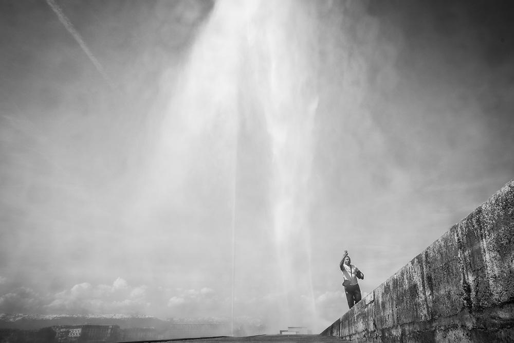 Un dimanche &agrave; Gen&egrave;ve.<br /> Le jet d'eau de Gen&egrave;ve, aux Eaux-Vives.<br /> 22 AVRIL, Gen&egrave;ve<br /> &copy; Nicolas Righetti /Lundi13.ch