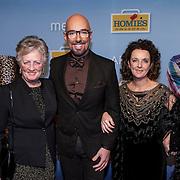 NLD/Amsterdam/20150119 - Premiere film Homies, Maik de Boer met moeder Bernadette de Wilde - Klarenbeek en zus Inkie