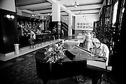 America, Cuba, Havana. A man play a piano in a hotel lobby, some years back there was not allowed the Cubans to enter these hotels. -08.07.2008, DIGITAL PHOTO, 49MB, copyright: Alex Espinosa/Gruppe28.