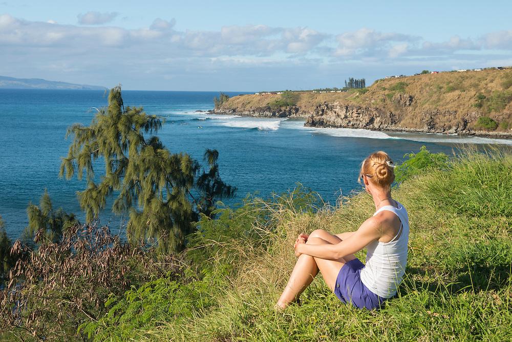 USA, Hawaii, Maui , Kaanapali ,Coast near Kapalua, girl on beach overlooking bay MR