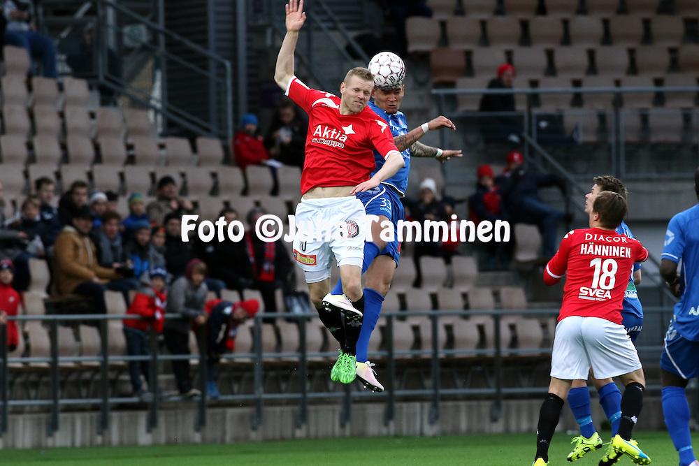 25.4.2016, Sonera Stadion, Helsinki.<br /> Veikkausliiga 2016.<br /> Helsingfors IFK - PS Kemi.<br /> Juho M&auml;kel&auml; (HIFK) v Muller Pereira Roque (PS Kemi).