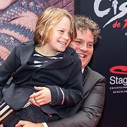 NLD/Amsterdam/20161120 - premiere Ciske de Rat de Musical, Dirk Zeelenberg en zoon