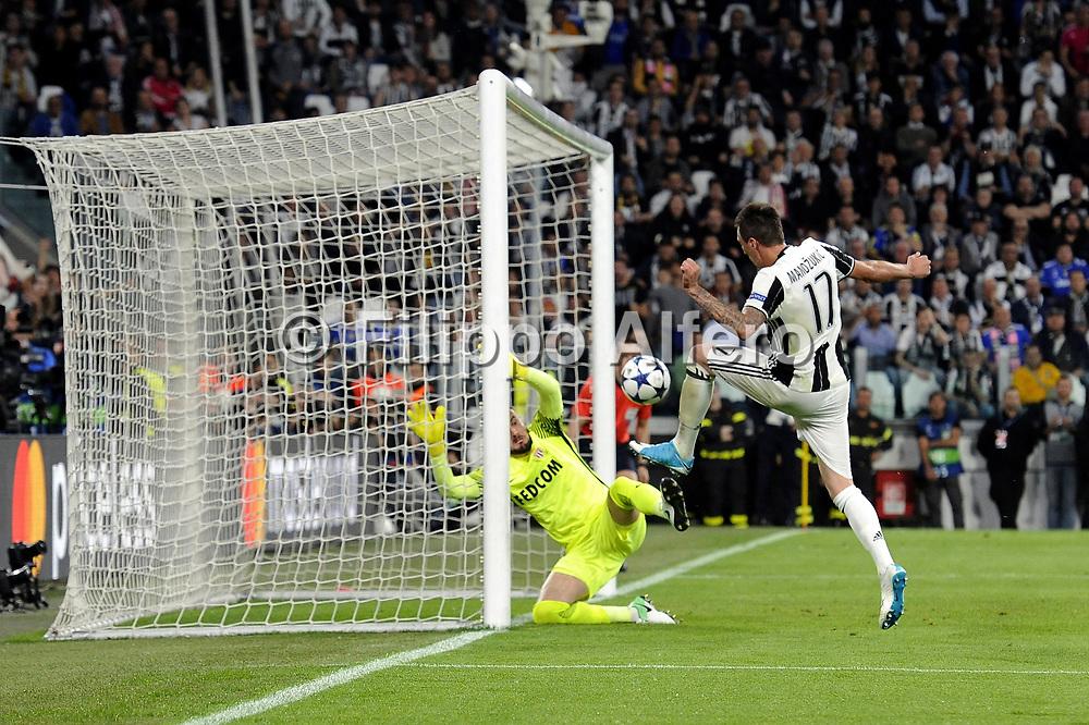 &copy; Filippo Alfero<br /> Juventus-Monaco, Champions League 2016/2017<br /> Torino, 09/05/2017<br /> sport calcio<br /> Nella foto: Gol Mario Mandzukic Juventus, goal celebration