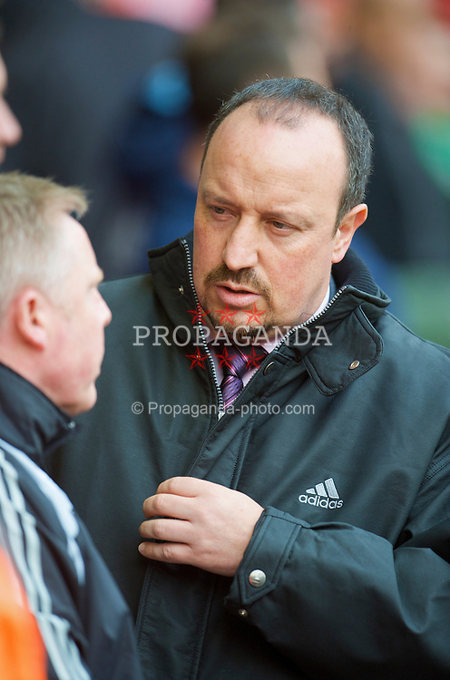 LIVERPOOL, ENGLAND - Sunday, February 22, 2009: Liverpool's manager Rafael Benitez and assistant manager Sammy Lee before the Premiership match against Manchester City at Anfield. (Mandatory credit: David Rawcliffe/Propaganda)