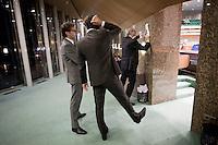 Nederland. Den Haag, 27 oktober 2010.<br /> De Tweede Kamer debatteert over de regeringsverklaring van het kabinet Rutte.<br /> Job Cohen werkt aan een tekst, Dijsselbloem en van Dam assisteren, partij van de arbeid, PvdA, oppositie<br /> Kabinet Rutte, regeringsverklaring, tweede kamer, politiek, democratie. regeerakkoord, gedoogsteun, minderheidskabinet, eerste kabinet Rutte, Rutte1, Rutte I, debat, parlement<br /> Foto Martijn Beekman