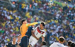 04.07.2014, Maracana, Rio de Janeiro, BRA, FIFA WM, Frankreich vs Deutschland, Viertelfinale, im Bild Hugo Lloris (Frankreich), Raphael Varane (Frankreich), Mats Hummels (Deutschland) // during quarterfinals between France and Germany of the FIFA Worldcup Brazil 2014 at the Maracana in Rio de Janeiro, Brazil on 2014/07/04. EXPA Pictures © 2014, PhotoCredit: EXPA/ fotogloria/ Best Photo Agency<br /> <br /> *****ATTENTION - for AUT, FRA, POL, SLO, CRO, SRB, BIH, MAZ only*****