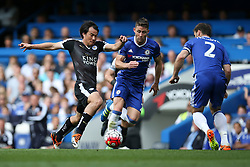Shinji Okazaki of Leicester City puts Chelsea under pressure - Mandatory byline: Jason Brown/JMP - 15/05/2016 - FOOTBALL - London, Stamford Bridge - Chelsea v Leicester City - Barclays Premier League