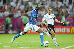 28.06.2012, Nationalstadion, Warschau, POL, UEFA EURO 2012, Deutschland vs Italien, Halbfinale, im Bild Mario Balotelli Tor, Phillip Lahm // during the UEFA Euro 2012 Half Final Match between Germany and Italy at the National Stadium Warsaw, Poland on 2012/06/28. EXPA Pictures © 2012, PhotoCredit: EXPA/ Newspix/ Tomasz Wantula..***** ATTENTION - for AUT, SLO, CRO, SRB, SUI and SWE only *****