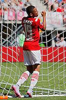 ALKMAAR - 23-08-15, AZ - Willem II, AFAS Stadion, 0-0, teleurstelling bij AZ speler Dabney dos Santos Souza na een gemiste kans.