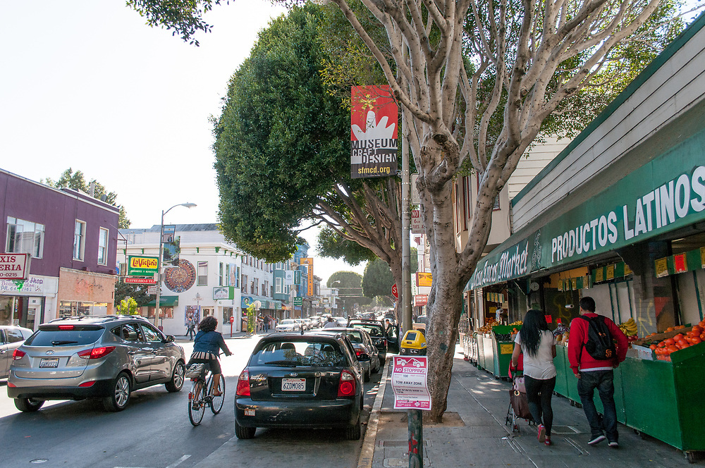 Neighborhood Scenes in the Mission District | April 17, 2015