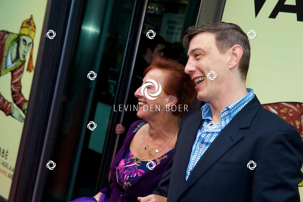 AMSTERDAM - Het toneelstuk Vaslav is in premiere gegaan in theater DeLaMar.  Loes Luca op de rode loper. FOTO LEVIN DEN BOER - PERSFOTO.NU