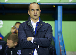 READING, ENGLAND - Tuesday, September 22, 2015: Everton's manager Roberto Martinez before the Football League Cup 3rd Round match against Reading at the Madejski Stadium. (Pic by David Rawcliffe/Propaganda)