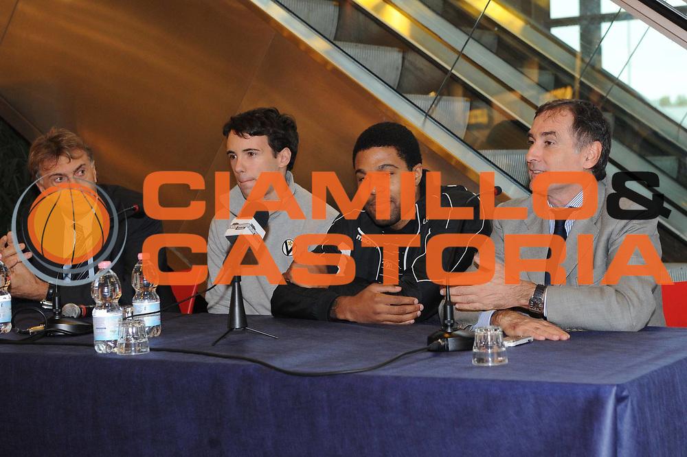 DESCRIZIONE : Bologna Lega A 2011-2012 Presentazione Roberts Douglas Canadian Solar Bologna<br /> GIOCATORE : Roberts Douglas Sabatini<br /> CATEGORIA : ritratto<br /> SQUADRA : Canadian Solar Bologna<br /> EVENTO : Campionato Lega A 2011-2012<br /> GARA : Canadian Solar Bologna<br /> DATA : 24/10/2011<br /> SPORT : Pallacanestro<br /> AUTORE : Agenzia Ciamillo-Castoria/<br /> GALLERIA : Lega Basket A 2011-2012<br /> FOTONOTIZIA : Bologna Lega A 2011-2012 Presentazione Roberts Douglas Canadian Solar Bologna<br /> PREDEFINITA: