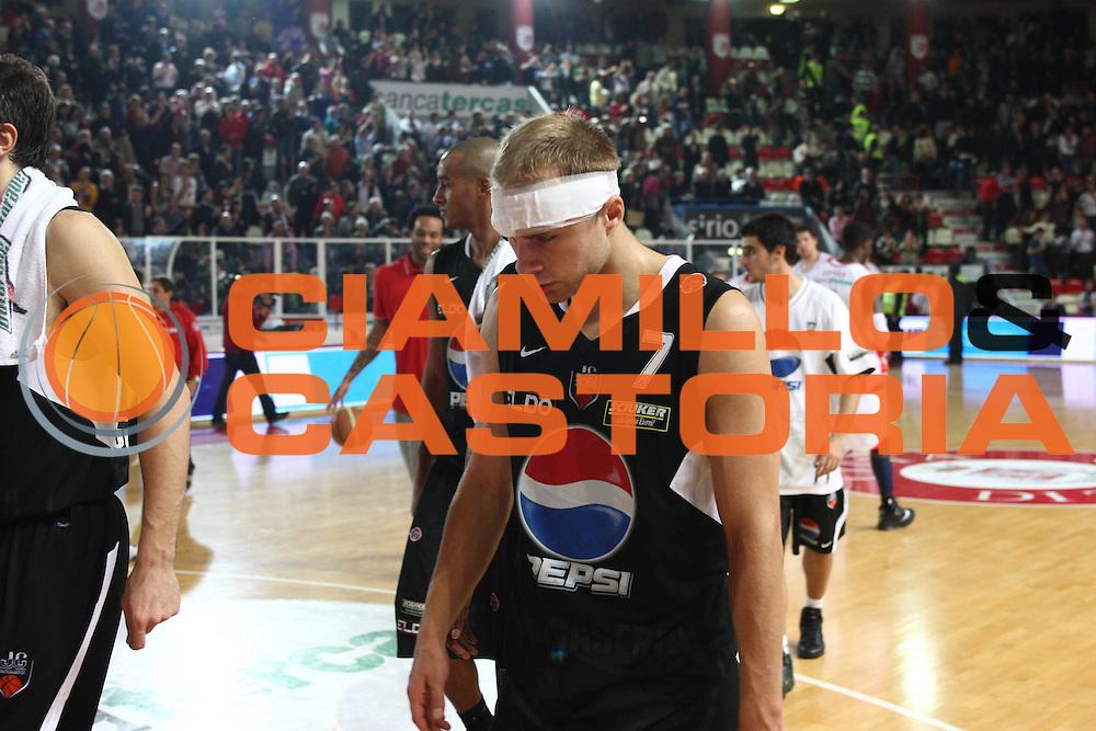 DESCRIZIONE : Teramo Lega A 2009-10 Basket Bancatercas Teramo Pepsi Caserta<br /> GIOCATORE : Lukasz Koszarek<br /> SQUADRA : Pepsi Caserta <br /> EVENTO : Campionato Lega A 2009-2010 <br /> GARA : Bancatercas Teramo Pepsi Caserta<br /> DATA : 15/11/2009<br /> CATEGORIA : delusione<br /> SPORT : Pallacanestro <br /> AUTORE : Agenzia Ciamillo-Castoria/C.De Massis<br /> Galleria : Lega Basket A 2009-2010 <br /> Fotonotizia : Teramo Lega A 2009-10 Basket Bancatercas Teramo Pepsi Caserta<br /> Predefinita :