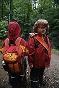 Svizzera, Zurigo,asilo nel bosco. per raggiungere il bosco i babini camminano per circa un paio di chilometri. .... Switzerland, Zurich, every day the children leave the kindergarten and walk for more than one Kilometre, in order to continue the day in the wood..