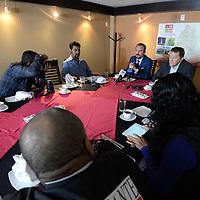 Toluca, México.- (Marzo 24, 2017).- Abelardo Gorostieta, aspirante a candidato independiente a la gubernatura del Estado de México, anunció que reunió todos los requisitos que exige el IEEM y superó las 380 mil firmas, que presentará el 29 de marzo para convertirse en candidato ciudadano. Agencia MVT / Crisanta Espinosa.