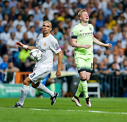 Kevin De Bruyne of Manchester City looks frustrated as his shot goes wide - Mandatory byline: Rogan Thomson/JMP - 04/05/2016 - FOOTBALL - Santiago Bernabeu Stadium - Madrid, Spain - Real Madrid v Manchester City - UEFA Champions League Semi Finals: Second Leg.