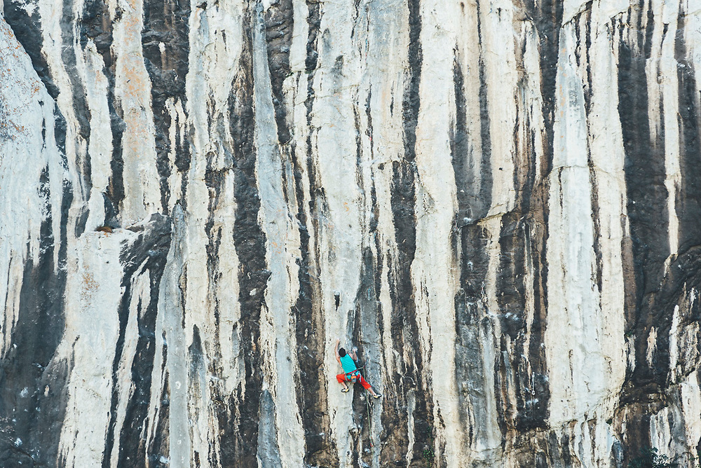 Mamut climbing athlete Bobbi Bensman enjoying a climbing trip at Roca Verde, Asturias, Spain