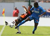 Fotball<br /> Frankrike<br /> Foto: Dppi/Digitalsport<br /> NORWAY ONLY<br /> <br /> FOOTBALL - FRENCH CHAMPIONSHIP 2008/2009 - L1 - FC LORIENT v OLYMPIQUE LYONNAIS - 17/08/2008 - SIDNEY GOVOU (OL) / JEREMY MOREL (LOR) <br /> <br /> Lyon