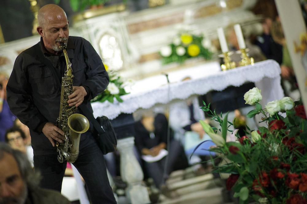 Ultimo saluto a don Andrea Gallo. Veglia. Genova, San Benedetto al Porto, 24 maggio 2013. Musica.