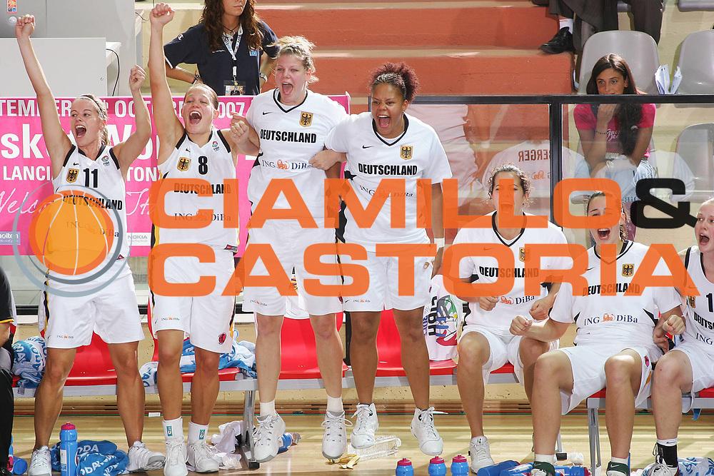 DESCRIZIONE : Vasto Italy Italia Eurobasket Women 2007 Germania Repubblica Ceca Germany Czech Republic <br /> GIOCATORE : Team Germania Team Germany <br /> SQUADRA : Germania Germany <br /> EVENTO : Eurobasket Women 2007 Campionati Europei Donne 2007 <br /> GARA : Germania Repubblica Ceca Germany Czech Republic <br /> DATA : 28/09/2007 <br /> CATEGORIA : Esultanza <br /> SPORT : Pallacanestro <br /> AUTORE : Agenzia Ciamillo-Castoria/S.Silvestri <br /> Galleria : Eurobasket Women 2007 <br /> Fotonotizia : Vasto Italy Italia Eurobasket Women 2007 Germania Repubblica Ceca Germany Czech Republic <br /> Predefinita : si