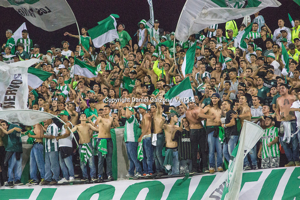 Fans of Atletico Nacional looks on during a second leg final match between Atletico Nacional and Independiente del Valle