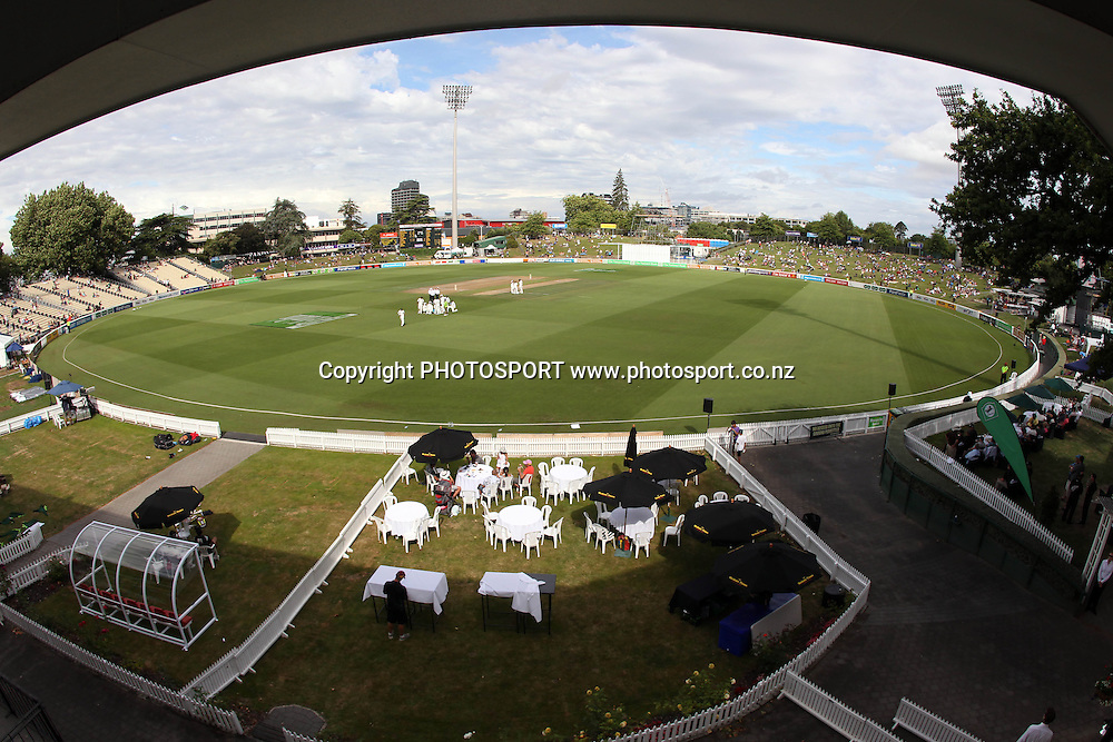 A General view of Seddon Park on Day 1 of the 1st test match.  New Zealand Black Caps v Pakistan, Test Match Cricket. Seddon Park, Hamilton, New Zealand. Friday 7 January 2011. Photo: Andrew Cornaga/photosport.co.nz