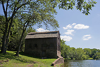 Warehouse (ca 1790) at Wethersfield Cove, near Connecticut River, Wethersfield, CT