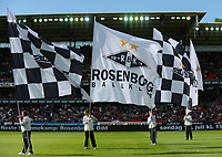 Fotball Tippeligaen Rosenborg - Lillestrøm<br /> 7 juli 2013<br /> Lerkendal Stadion, Trondheim<br /> <br /> Rosenborgs flagg på banen før kampstart<br /> <br /> <br /> Foto : Arve Johnsen, Digitalsport