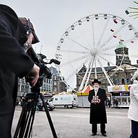 Nederland, Amsterdam , 20 april 2012..Op de Dam wordt een protest filmpje gemaakt met vertegenwoordigers van diverse religies tegen het boek Marked for Death geschreven door Geert Wilders van de PVV dat 1 mei a.s. in Neuw York zal worden gepresenteerd...Het boek heet 'Marked for Death: Islam's War Against the West and Me'. Volgens Wilders komt het boek neer op een ''aanklacht tegen de islam en de profeet Mohammed''..Foto:Jean-Pierre Jans