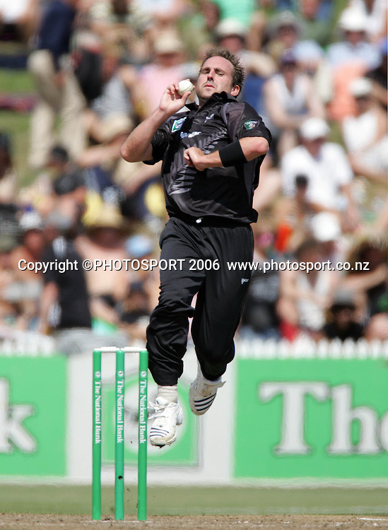 NZ bowler Mark Gillespie in action during the 3rd Chappell Hadlee one day match at Seddon Park, Hamilton, New Zealand on Tuesday 20 February 2007. Photo: Andrew Cornaga/PHOTOSPORT<br />