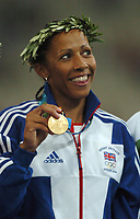 Kelly Holmes (GBR) with her 800m Gold Medal. Atheletics, 23/08/2004. Credit: Colorsport / Matthew IMpey DIGITAL FILE ONLY