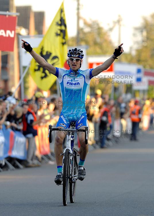 14-10-2007 VELDRIJDEN: SUPERPRESTIGE CYCLOCROSS: RUDDERVOORDE<br /> Zdenek Stybar wordt 2de<br /> &copy;2007-WWW.FOTOHOOGENDOORN.NL