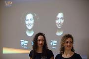 De rensters Jennifer Breet en Lieke de Cock worden gepresenteerd. In Delft presenteert het Human Power Team het ontwerp van hun nieuwe fiets, de VeloX 8. In september wil het Human Power Team Delft en Amsterdam, dat bestaat uit studenten van de TU Delft en de VU Amsterdam, tijdens de World Human Powered Speed Challenge in Nevada een poging doen het wereldrecord snelfietsen voor vrouwen te verbreken met de VeloX 8, een gestroomlijnde ligfiets. Het record is met 121,81 km/h sinds 2010 in handen van de Francaise Barbara Buatois. De Canadees Todd Reichert is de snelste man met 144,17 km/h sinds 2016.<br /><br />In Delft the Human Power Team presents the VeloX 8. With the VeloX 8, a special recumbent bike, the Human Power Team Delft and Amsterdam, consisting of students of the TU Delft and the VU Amsterdam, also wants to set a new woman's world record cycling in September at the World Human Powered Speed Challenge in Nevada. The current speed record is 121,81 km/h, set in 2010 by Barbara Buatois. The fastest man is Todd Reichert with 144,17 km/h.