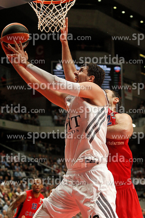20.03.2014, Palacio de los Deportes, Madrid, ESP, Basketball EL, Real Madrid vs CSKA Moskau, Gruppe F, im Bild Real Madrid's Nikola Mirotic (l) and CSKA Moscow's Nenad Krstic // Real Madrid's Nikola Mirotic (l) and CSKA Moscow's Nenad Krstic during the group F Basketball Euroleague between Real Madrid and CSKA Moscow at the Palacio de los Deportes in Madrid, Spain on 2014/03/20. EXPA Pictures © 2014, PhotoCredit: EXPA/ Alterphotos/ Acero<br /> <br /> *****ATTENTION - OUT of ESP, SUI*****