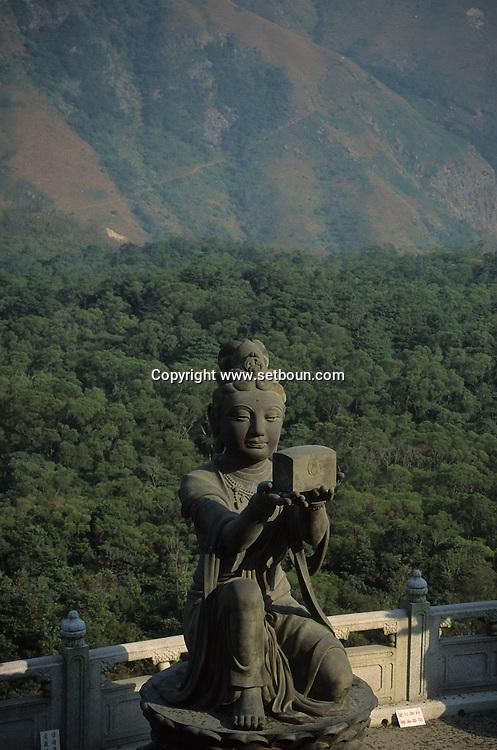 Hong Kong. Po lin Buddhist monastery  Lantau Island       /  Lantau Island, le  monastère bouddhiste de Po lin  Lantau Island   le plus grand boudha assis(en bronze)du monde   /  R94/27    L1035  /  R00094  /  P0001937