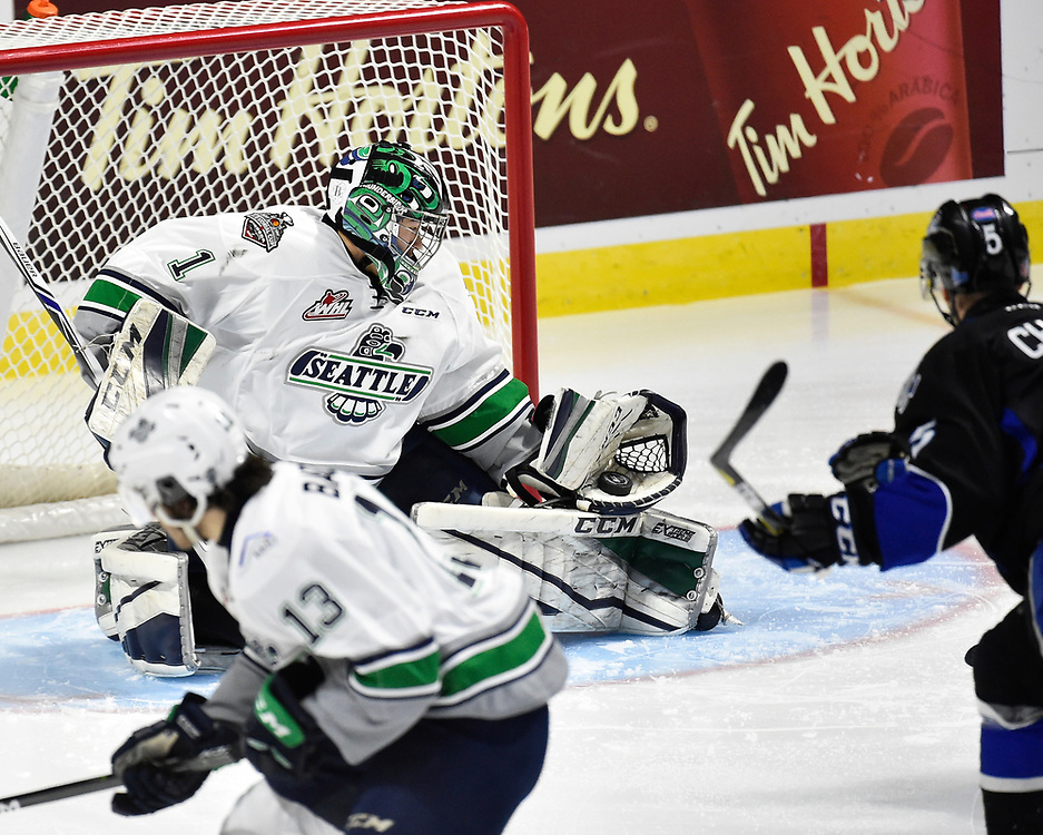 Action from Game 5 of the 2017 MasterCard Memorial Cup between the Saint John Sea Dogs and Seattle Thunderbirds at the WFCU Centre in Windsor, ON on Tuesday May 23, 2017. Photo by Aaron Bell/CHL Images