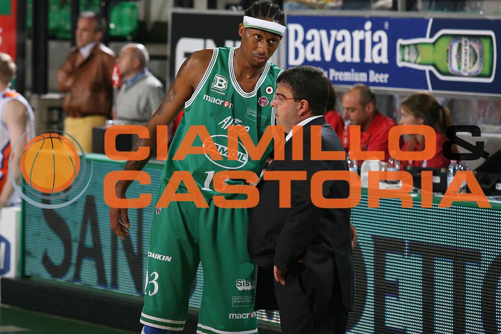 DESCRIZIONE : Treviso Lega A1 2007-08 Benetton Treviso Tisettanta Cantu <br /> GIOCATORE : Dermarr Johnson Alessandro Ramagli <br /> SQUADRA : Benetton Treviso<br /> EVENTO : Campionato Lega A1 2007-2008 <br /> GARA : Benetton Treviso Tisettanta Cantu <br /> DATA : 20/10/2007 <br /> CATEGORIA : <br /> SPORT : Pallacanestro <br /> AUTORE : Agenzia Ciamillo-Castoria/M.Marchi