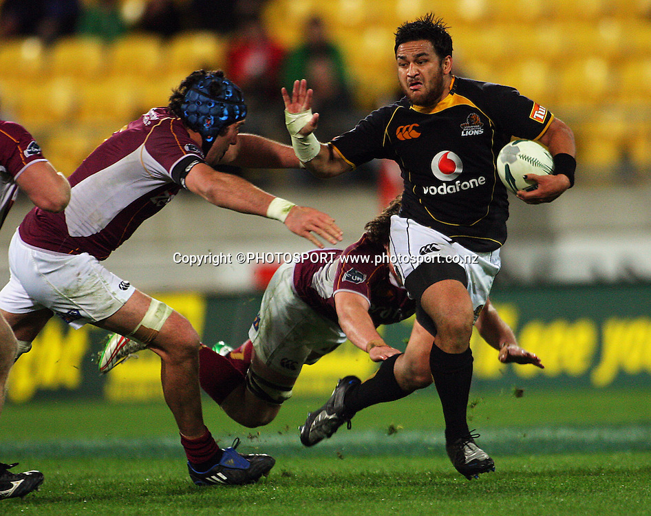 Hoani McDonald and Tim Boys try to tackle Piri Weepu.<br /> Air NZ Cup semi-final. Wellington Lions v Southland Stags at Westpac Stadium, Wellington, New Zealand, Friday, 17 October 2008. Photo: Dave Lintott/PHOTOSPORT