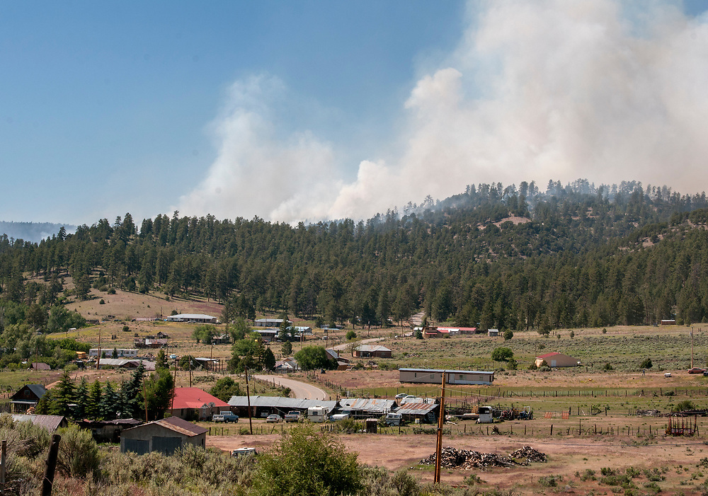 em061517e/jnorth/The Bonita Fire is burning around 2000 acres near Canon Plaza in the Carson National Forest Thursday June 15, 2017. (Eddie Moore/Albuquerque Journal)