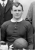Fotball<br /> Manchester United historie<br /> Foto: Colorsport/Digitalsport<br /> NORWAY ONLY<br /> <br /> Bildene inngår ikke i nettavtalene<br /> <br /> Charlie Roberts - Manchester United 1908/09. Captain of the FA Cup Winning Team.