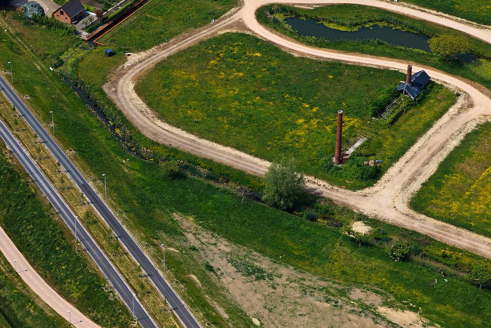 Nederland, Utrecht, Leidsche Rijn, 03-05-2011; Vleuterweide, voormalige tuinbouwgebied Vleuten, restanten van vroegere tuinbouw, schoorstenen en ketelhuis voor de verwarming van kassen.Remains of former horticulture, chimneys and boiler house for heating the greenhouses, next to new housing district ..luchtfoto (toeslag); aerial photo (additional fee required);.foto Siebe Swart / photo Siebe Swart