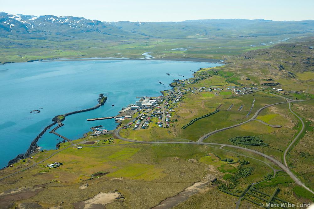 Vopnafjörður séð til suðvesturs.   /  Vopnafjordur viewing southwest.    Vopnafjarðarhreppur /  Vopnafjardarhreppur